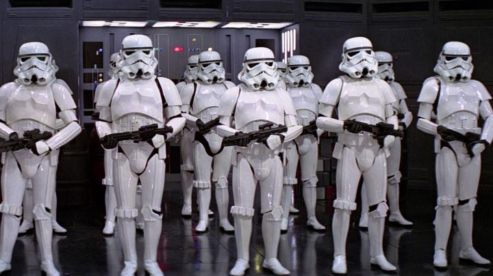 The Shoulders of Stormtrooper in Star Wars IV : A new hope - Movie Outfits and Products