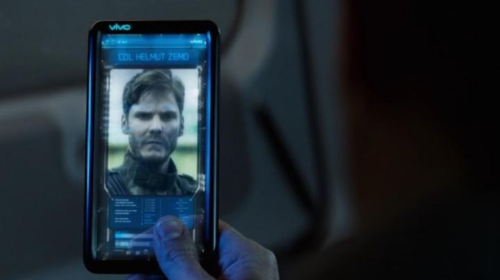 The Smartphone Vivo in Captain America : Civil War - Movie Outfits and Products