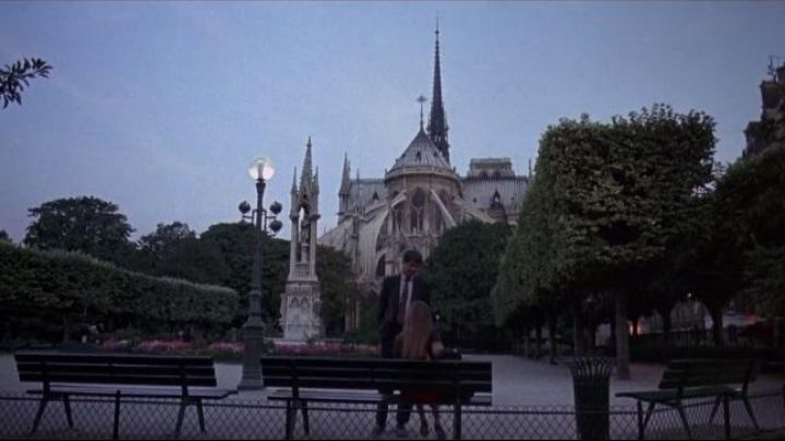 The Square Jean XXIII, in Paris, in the Moons of gall - Movie Outfits and Products