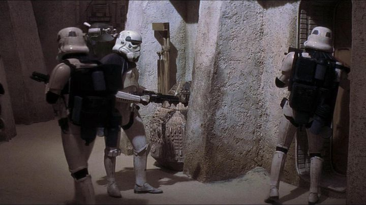 The Stormtrooper version statue full size in Star Wars IV : A New Hope - Movie Outfits and Products