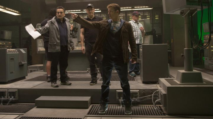 The Supra Vaider Captain America (Chris Evans) on the set of Avengers age of Ultron - Movie Outfits and Products