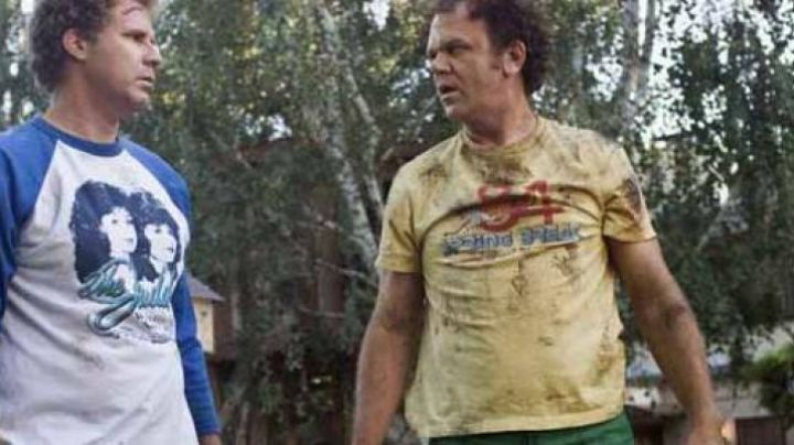 """The T-shirt """"Spring Break 84 Tropical Blend"""" of Dale (John C. Reilly) in Brothers in spite of Themselves movie"""