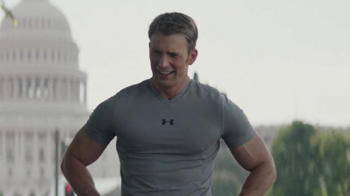 The T-shirt Under Armour Steve Rogers / Captain America (Chris Evans) in Captain America 2 : the soldier of The winter movie