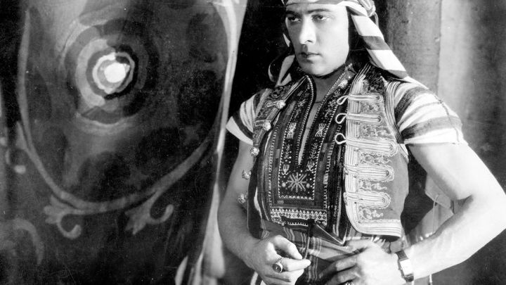 Fashion Trends 2021: The Tank watch Louis Cartier of Sheik Ahmed Ben Hassan (Rudolph Valentino) in the son of The Sheik