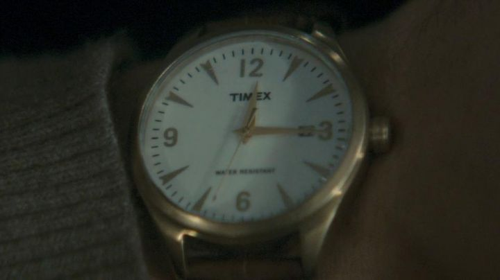 Fashion Trends 2021: The Timex watch of Lewis Shaler in Last Passenger