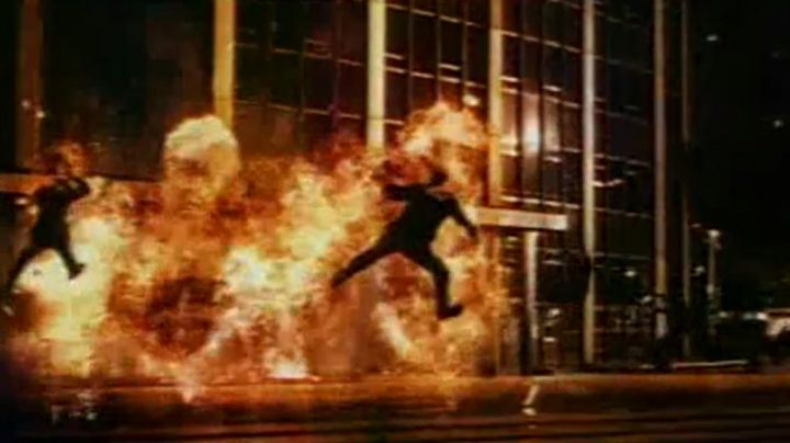 The Tour Montparnasse in The Montparnasse Tower inferno (Eric Judor and Ramzy Bedia) - Movie Outfits and Products
