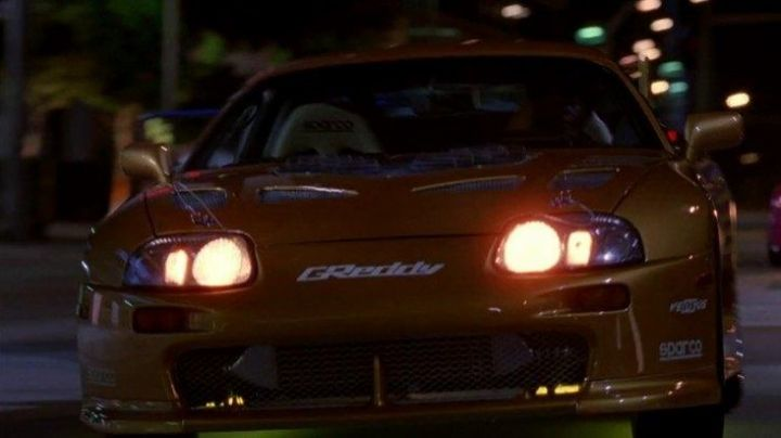The Toyota Supra Turbo of the race in 2 Fast 2 Furious - Movie Outfits and Products