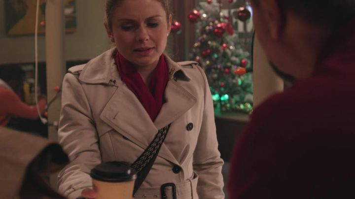 The Trench coat Amber (Rose McIver) in A Christmas Prince - Movie Outfits and Products