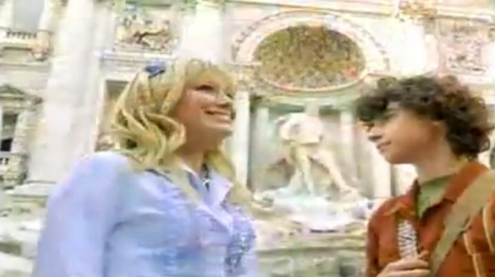 The Trevi Fountain in the Lizzie McGuire movie (Hilary Duff) - Movie Outfits and Products