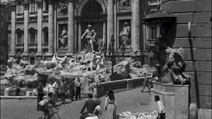 The Trevi fountain in Roman Holiday - Movie Outfits and Products