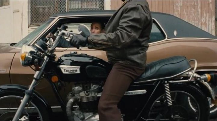 The Triumph Bonneville 750 in Strictly Criminal - Movie Outfits and Products