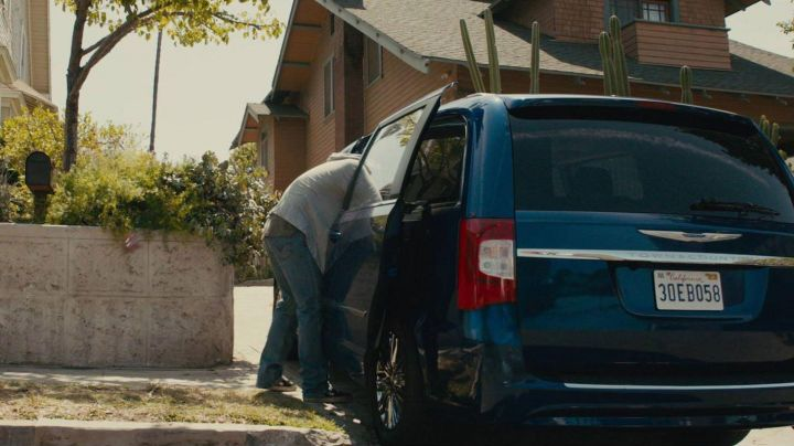 The Vans shoes Old Skool Brian O'conner (Paul Walker) in Fast and Furious 7 - Movie Outfits and Products