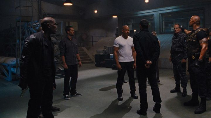 The Vans shoes Old Skool black Brian O'conner (Paul Walker) in Fast and Furious 6 - Movie Outfits and Products
