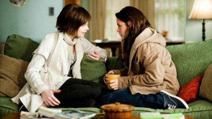 The Vans shoes blue Bella (Kristen Stewart) in Twilight chapter 2 : Temptation - Movie Outfits and Products