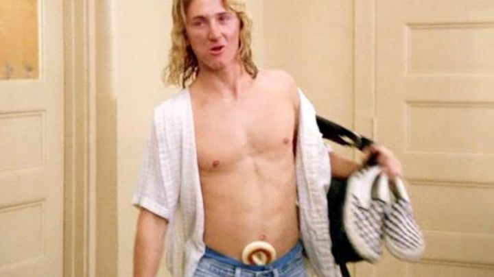 The Vans shoes chequered in Fast Times at Ridgemont High - Movie Outfits and Products