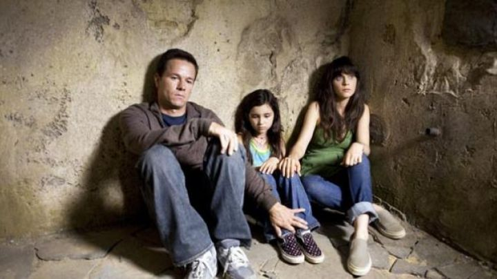 The Vans shoes to the grounds of Jess (Ashlyn Sanchez), the daughter of Zooey Deschanel in Phenomena - Movie Outfits and Products
