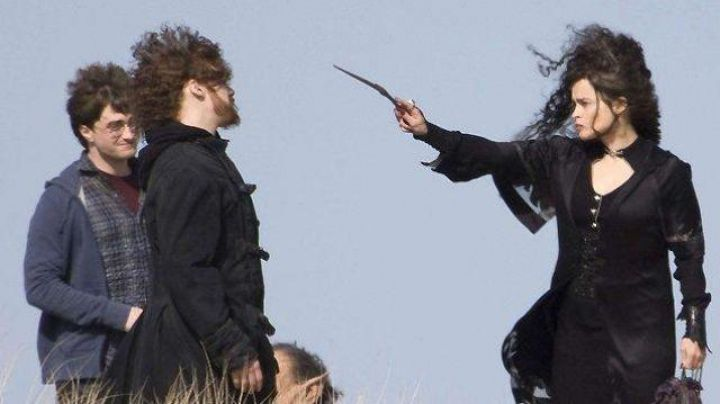 The Wand of Bellatrix Lestrange (Helena Bonham Carter) in Harry Potter and the deathly hallows part 1 - Movie Outfits and Products