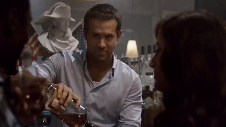 The Whiskey Bulleit Rye of Young Damian (Ryan Reynolds) in Rebirths - Movie Outfits and Products