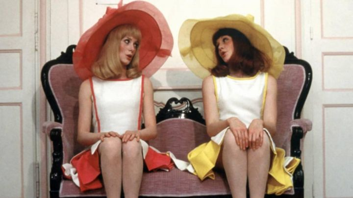 Fashion Trends 2021: The a-line dress white and yellow and Françoise Dorléac in The young girls of Rochefort