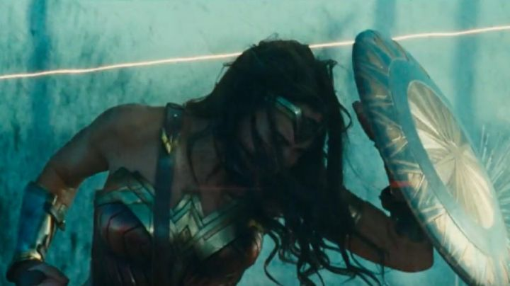 Fashion Trends 2021: The accessories of Diana Prince (Gal Gadot) in Wonder Woman
