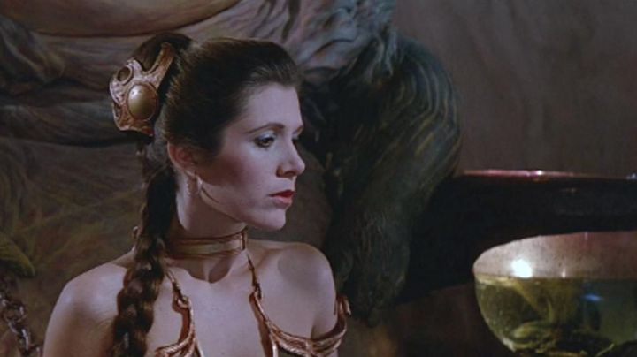 Fashion Trends 2021: The accessories shoulder straps of Leia (Carrie Fisher) in Star Wars VI : return of The Jedi
