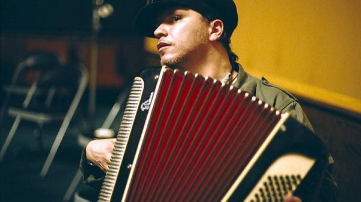 The accordion Olivier Dahan and in the film La vie en rose - Movie Outfits and Products