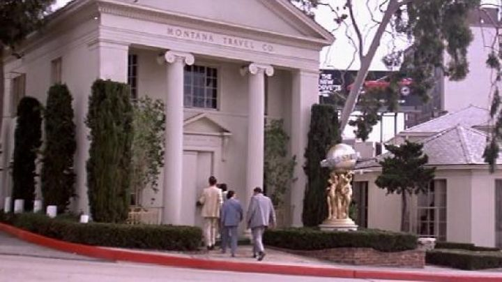 Fashion Trends 2021: The address of the Montana Travel Co. in Miami in Scarface