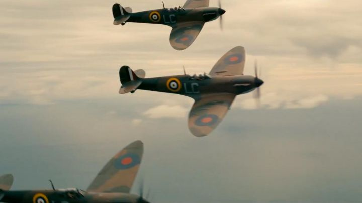 Fashion Trends 2021: The aircraft Spitfire Supermarine for the Royal Air Force in Dunkirk