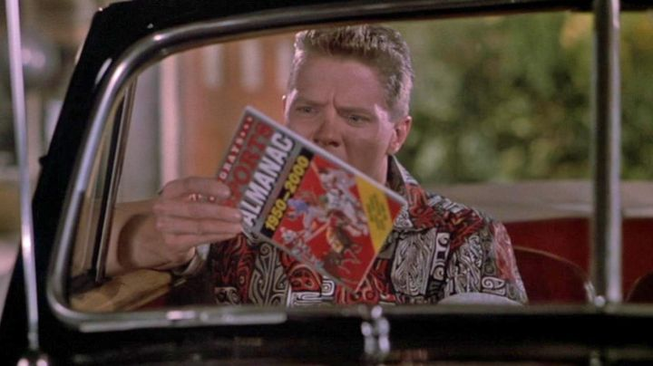 """Fashion Trends 2021: The almanac of sports """"Grays"""" stolen by Biff Tannen (Thomas F. Wilson) in Back to the future 2"""