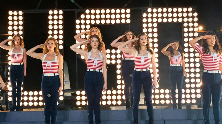 The ankle boots blue velvet of the Bellas during their performance in front of the military in Pitch Perfect 3 - Movie Outfits and Products