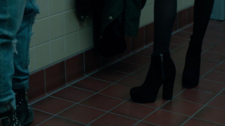 Fashion Trends 2021: The ankle boots in velvet, Samantha Kingston (Zoey Deutch) in The last day of my life