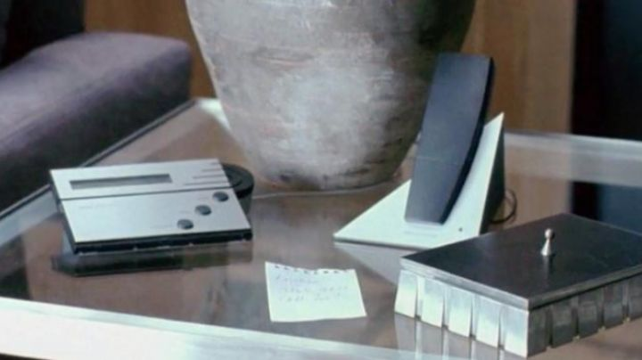 The answering machine seen in For a boy - Movie Outfits and Products