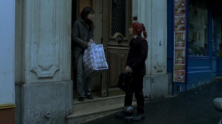 The apartment of Stéphane at 64 Rue de Clignancourt already Paris in the film The science of dreams - Movie Outfits and Products