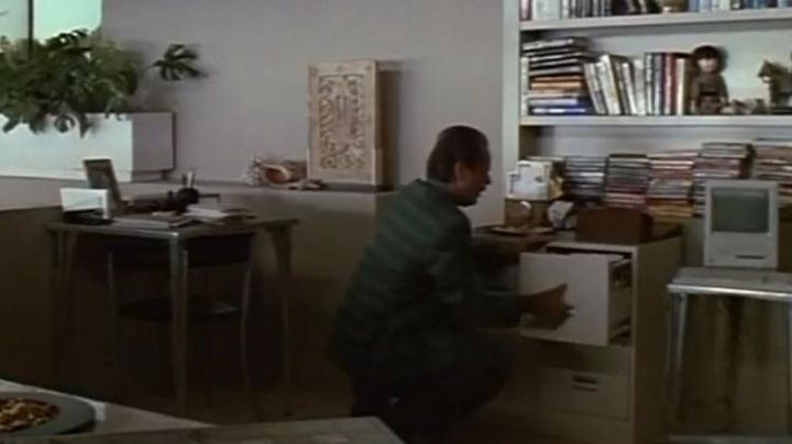 The apple Macintosh IS seen in Man disorder - Movie Outfits and Products