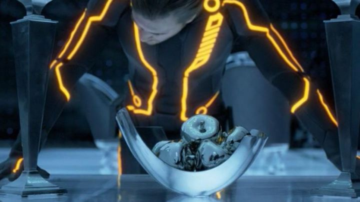 The apples in the ceramic seen in Tron Legacy - Movie Outfits and Products