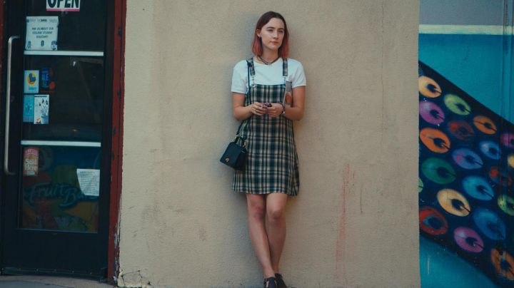 The apron dress plaid with Christine McPherson (Saoirse Ronan) in Lady Bird - Movie Outfits and Products
