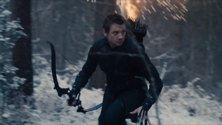 The arc of Clint Barton / Hawkeye (Jeremy Renner) in the Avengers : Age of Ultron - Movie Outfits and Products
