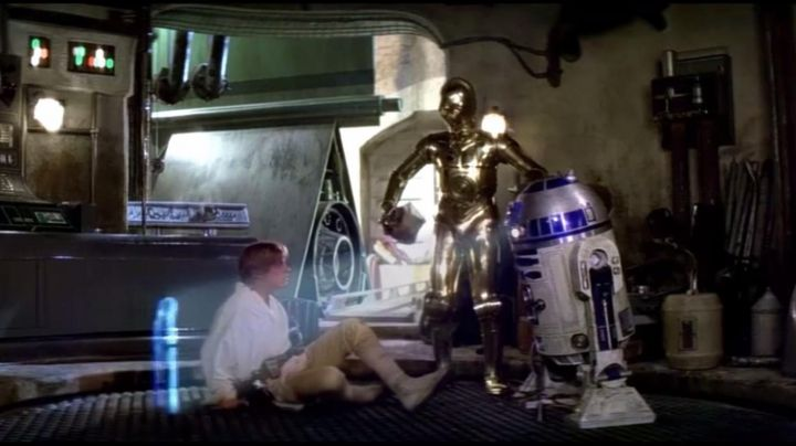 Fashion Trends 2021: The arm actual size of the droid R2D2 in Star Wars IV : A new hope