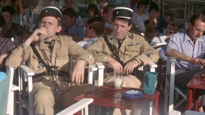 Fashion Trends 2021: The ashtray advertising Pernod in The Gendarme of Saint Tropez