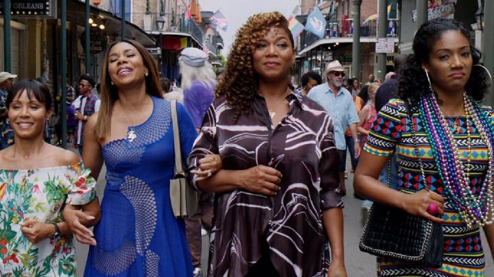 The asymmetrical dress blue Ryan Pierce (Regina Hall) in Girls Trip - Movie Outfits and Products
