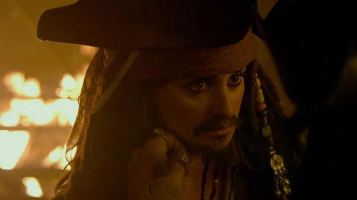 The authentic bandana and wig Angelica (Penelope Cruz) in Pirates of the Caribbean 4 - Movie Outfits and Products