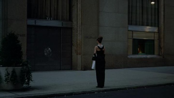 The authentic black dress Givenchy for Holly Golightly (Audrey Hepburn) in Diamonds on sofa Movie
