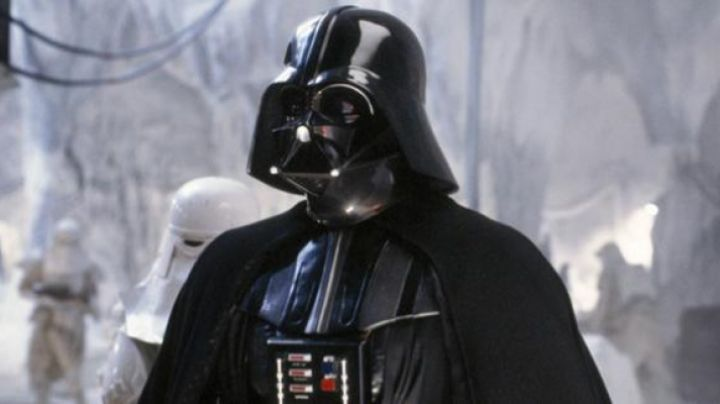 The authentic bust of Darth Vader in Star Wars V : The empire against attack - Movie Outfits and Products