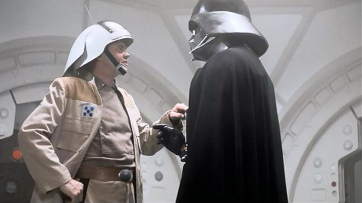 The authentic cape of Darth Vader in Star Wars IV : A new hope - Movie Outfits and Products