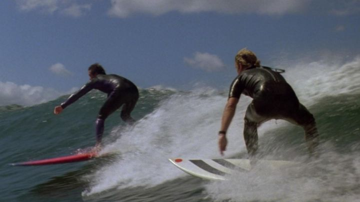 The authentic combination of surfing Victory of Bodhi Salver (Patrick Swayze) in Point Break - Movie Outfits and Products