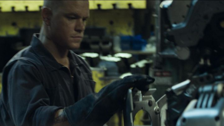 The authentic gloves of protection of Max Da Costa (Matt Damon) in Elysium - Movie Outfits and Products