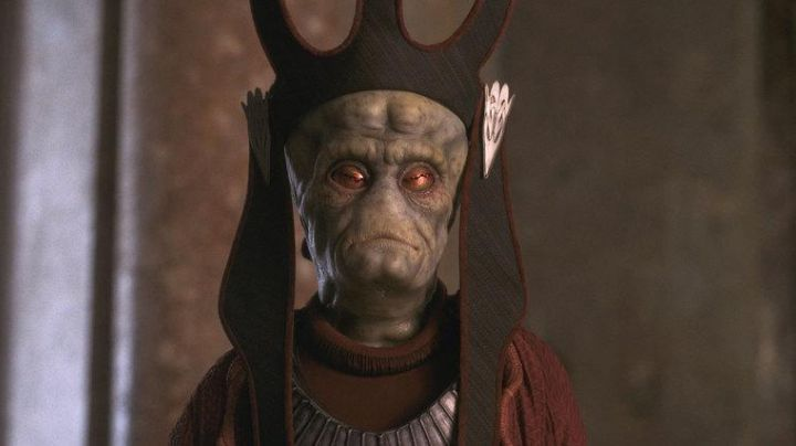 The authentic head of Viceroy Nute-class battleship saak'ak in Star Wars I : The phantom menace - Movie Outfits and Products