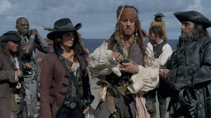 The authentic head reduced of Jack Sparrow (Johnny Depp) in Pirates of the Caribbean 4 - Movie Outfits and Products