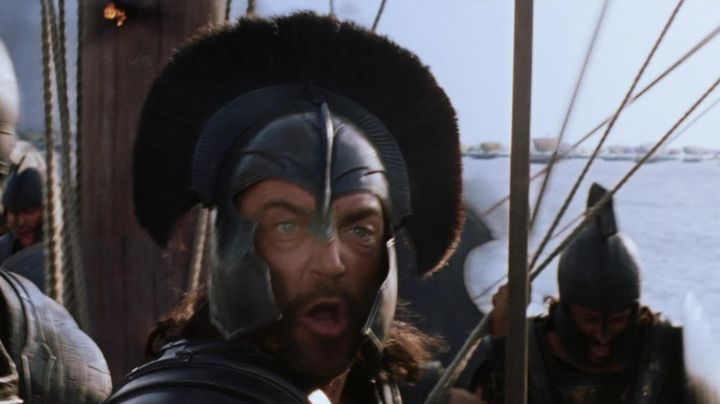 The authentic helmet of Eudore (Vincent Regan) in Troy - Movie Outfits and Products