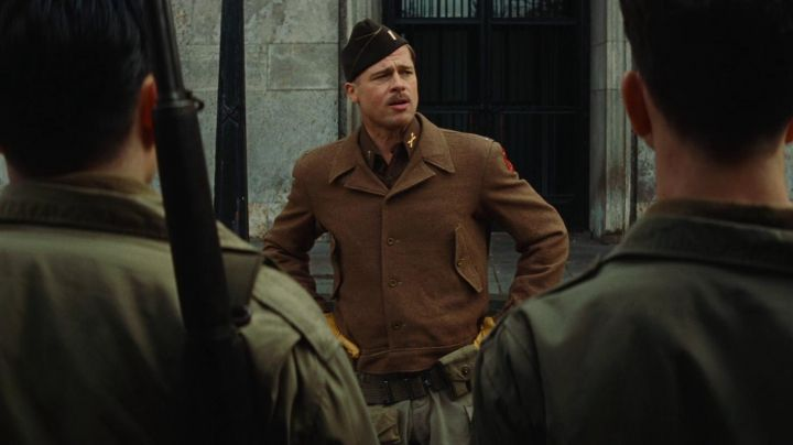 Fashion Trends 2021: The authentic jacket military Aldo Raine (Brad Pitt) in Inglorious Basterds